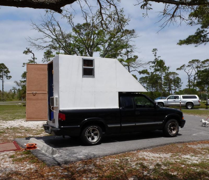 pickup-camper-living