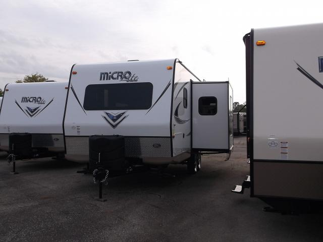 small lite weight travel trailers